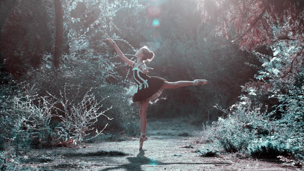 dancing in the rain_pexels-photo-206274